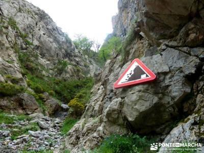 Ruta del Cares - Garganta Divina - Parque Nacional de los Picos de Europa;senderistas